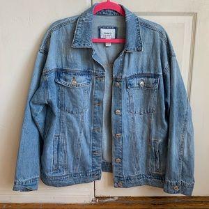 Oversized jean / denim jacket